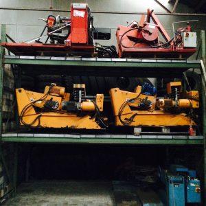Trucktyre demounters