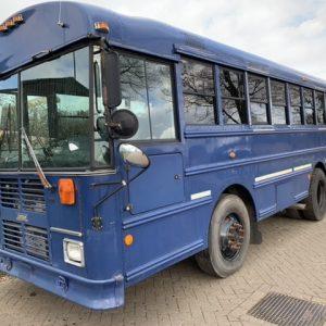 Thomas bus 28 passengers