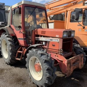 International 844 XL tractor 1984